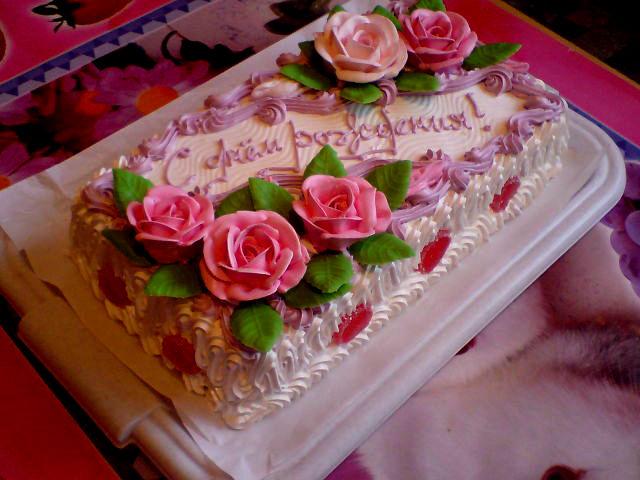 Украшение квадратного торта кремом